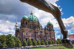 Εικόνα του καθεδρικού ναού του Βερολίνου από το παλαιό μουσείο στοκ εικόνα