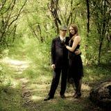 Εικόνα του νέου όμορφου ζεύγους υπαίθρια στοκ φωτογραφίες