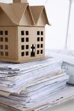 Εικόνα του σπιτιού νέων μοντέλων στο σχέδιο σχεδιαγραμμάτων αρχιτεκτονικής Στοκ εικόνα με δικαίωμα ελεύθερης χρήσης