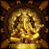 Εικόνα του χρυσού ινδού Θεού Ganesha γλυπτών. Στοκ Φωτογραφία