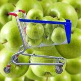 Εικόνα των κάρρων τροφίμων με τα πράσινα μήλα Στοκ φωτογραφίες με δικαίωμα ελεύθερης χρήσης