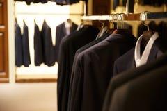 Εικόνα των κοστουμιών σε ένα κατάστημα Στοκ εικόνες με δικαίωμα ελεύθερης χρήσης
