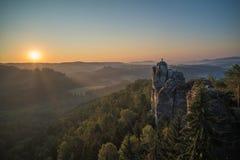 Εικόνα των σχηματισμών βράχου Bastei, σαξονικό εθνικό πάρκο της Ελβετίας, Γερμανία Στοκ φωτογραφίες με δικαίωμα ελεύθερης χρήσης