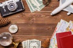 Εικόνα των χρημάτων, αεροπλάνο, διαβατήρια στοκ φωτογραφίες