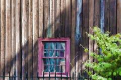 Εικόνα υποβάθρου ενός παραθύρου στην πλευρά της οικοδόμησης Στοκ Εικόνες