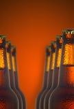 Εικόνα δύο μπουκαλιών με την κινηματογράφηση σε πρώτο πλάνο μπύρας Στοκ Φωτογραφίες