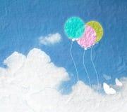 Εικόνα Grunge του μπλε ουρανού με τα σύννεφα και ζωηρόχρωμος Ζωηρόχρωμο ballo Στοκ εικόνες με δικαίωμα ελεύθερης χρήσης