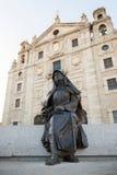 Εικόνα Santa Τερέζα de Ιησούς της συνεδρίασης μπροστά από την κατοικία του Στοκ Εικόνες