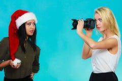Εικόνες πυροβολισμού κοριτσιών φωτογράφων Στοκ εικόνες με δικαίωμα ελεύθερης χρήσης