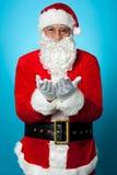 Ειρήνη και ευτυχία επίκλησης Santa για όλους Στοκ φωτογραφία με δικαίωμα ελεύθερης χρήσης