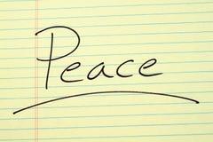 Ειρήνη σε ένα κίτρινο νομικό μαξιλάρι Στοκ εικόνες με δικαίωμα ελεύθερης χρήσης