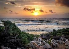 Ειρηνική ανατολή πέρα από τη θάλασσα στοκ εικόνα