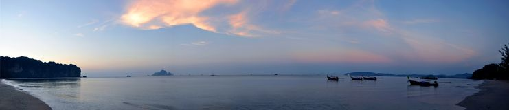 Ειρηνική παραλία του AO Nang στο ηλιοβασίλεμα Στοκ Φωτογραφία