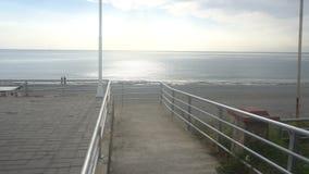 Ειρηνικός και ήρεμος πυροβολισμός ενός ουρανού θάλασσας και ήλιων ήπια περιτύλιξης φιλμ μικρού μήκους