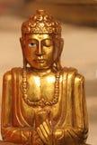 ειρηνικό άγαλμα του Βούδ&alp Στοκ Εικόνες