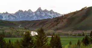 Ειρηνικό αγρόκτημα λιβαδιού βουνών ηλιοβασιλέματος teton στοκ φωτογραφίες με δικαίωμα ελεύθερης χρήσης
