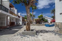 Ειρηνικό τετράγωνο στο μικρό ισπανικό χωριό στοκ εικόνα με δικαίωμα ελεύθερης χρήσης
