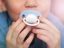Ειρηνιστής μωρών στο στόμα στοκ φωτογραφίες με δικαίωμα ελεύθερης χρήσης