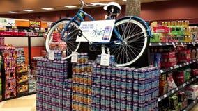 Εισάγετε για να κερδίσετε ένα ποδήλατο κόλπων φοινικών απόθεμα βίντεο