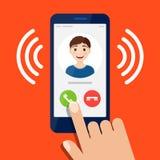 Εισερχόμενη κλήση στο smartphone, χέρι σχετικά με το κουμπί ελεύθερη απεικόνιση δικαιώματος