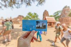 Εισιτήριο με το θολωμένο υπόβαθρο τουριστών στοκ φωτογραφίες με δικαίωμα ελεύθερης χρήσης