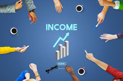Εισοδηματικά προτερήματα που καταθέτουν την οικονομική έννοια χρημάτων οικονομίας σε τράπεζα Στοκ φωτογραφίες με δικαίωμα ελεύθερης χρήσης