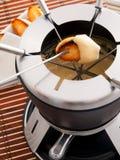 λειωμένο fondue κομμάτι τυριών ψωμιού Στοκ εικόνες με δικαίωμα ελεύθερης χρήσης