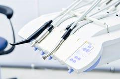 Ειδικά εργαλεία στο οδοντικό γραφείο Στοκ Φωτογραφία
