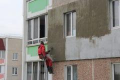 Ειδική που φροντίζει έξω θέρμανση της οικοδόμησης Στοκ εικόνα με δικαίωμα ελεύθερης χρήσης