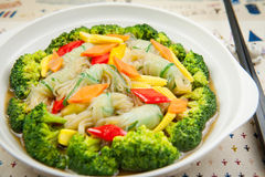 Ειδική vermicelli σούπα με το μπρόκολο και το νέο καλαμπόκι στοκ φωτογραφία με δικαίωμα ελεύθερης χρήσης