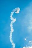 Ειδικευμένος stuntman ελιγμός ένα μη αναγνωρισμένο σχέδιο στο ανοιχτήρι στοκ εικόνα με δικαίωμα ελεύθερης χρήσης