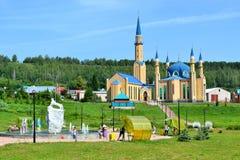 Ειλικρίνεια μουσουλμανικών τεμενών και η άσπρη λεοπάρδαλη πάρκων Στοκ Φωτογραφία