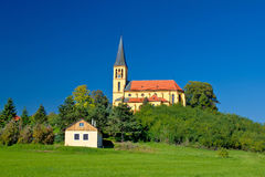 Ειδυλλιακή εκκλησία ζώνης του Ζάγκρεμπ πράσινη Στοκ Φωτογραφίες
