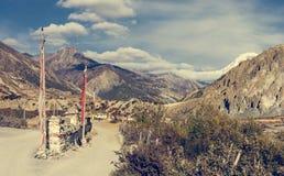 Ειδυλλιακή κοιλάδα βουνών σε μια πορεία οδοιπορίας γύρω από Annapurnas Στοκ φωτογραφία με δικαίωμα ελεύθερης χρήσης