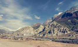 Ειδυλλιακή κοιλάδα mountein σε μια πορεία οδοιπορίας γύρω από Annapurnas Στοκ Φωτογραφίες