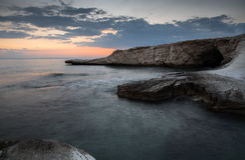 Ειδυλλιακό δραματικό ηλιοβασίλεμα στον ωκεανό Στοκ φωτογραφίες με δικαίωμα ελεύθερης χρήσης