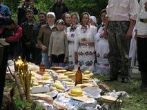 Ειδωλολατρική προσευχή Μάρι στο ιερό άλσος στις 12 Ιουλίου 2005 σε Shorunzha, Ρωσία Στοκ Φωτογραφία