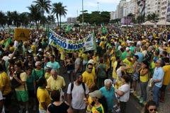 Εκατομμύρια της κλήσης Βραζιλιάνων για την κατηγορία Dilma Rousseff Στοκ Εικόνες