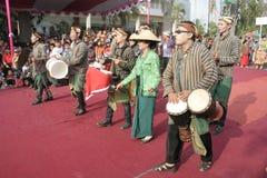 Εκατοντάδες των αγροτών χορευτών που οργανώνονται σε Sukoharjo Στοκ Εικόνα