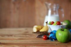Εκατοστόμετρο μήλων φρούτων διατροφής προγευμάτων Στοκ εικόνα με δικαίωμα ελεύθερης χρήσης