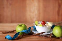Εκατοστόμετρο μήλων φρούτων διατροφής προγευμάτων Στοκ φωτογραφία με δικαίωμα ελεύθερης χρήσης