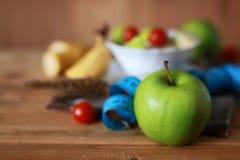 Εκατοστόμετρο μήλων φρούτων διατροφής προγευμάτων Στοκ εικόνες με δικαίωμα ελεύθερης χρήσης