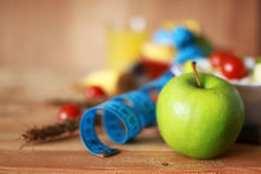 Εκατοστόμετρο μήλων φρούτων διατροφής προγευμάτων Στοκ Εικόνες