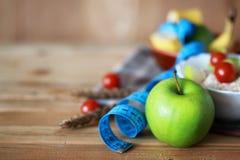 Εκατοστόμετρο μήλων φρούτων διατροφής προγευμάτων Στοκ φωτογραφίες με δικαίωμα ελεύθερης χρήσης