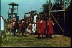 Εκατόνταρχοι στην πλάτη αλόγου που εισάγει το στρατόπεδο απόθεμα βίντεο