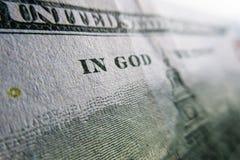 Εκατό αμερικανικά δολάρια λεπτομέρειας - στο Θεό εμπιστευόμαστε στοκ εικόνες