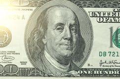 Εκατό δολάρια με μια σημείωση 100 δολάρια Στοκ εικόνα με δικαίωμα ελεύθερης χρήσης
