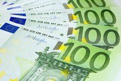 Εκατό ευρο- τραπεζογραμμάτια έτοιμα για την πληρωμή Στοκ Εικόνες