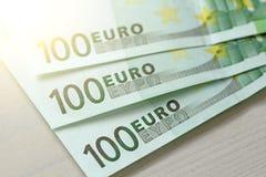 Εκατό ευρώ με μια σημείωση 100 ευρώ Στοκ εικόνα με δικαίωμα ελεύθερης χρήσης