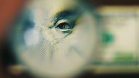 Εκατό δολάρια κάτω από την ενίσχυση - γυαλί απόθεμα βίντεο